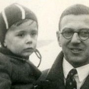 Nicholas Winton with a rescued child ( Yad Vashem The Holocaust Martyrs' and Heroes' Remembrance Authority)_ft
