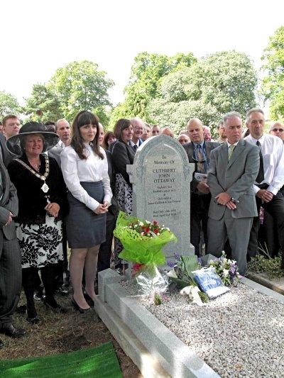 Ottaway memorial celebration at Paddington Cemetery (Simon Inglis, August 2013)