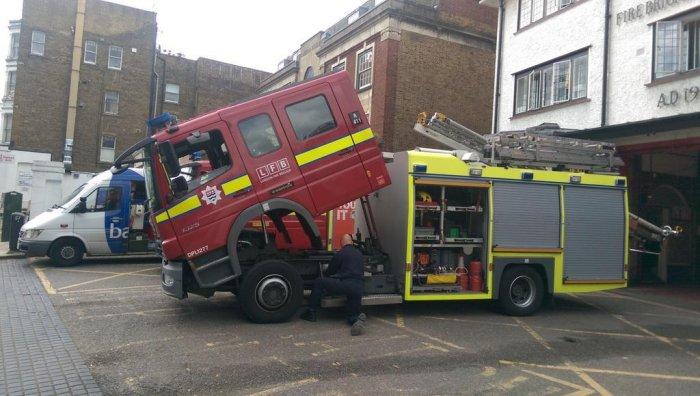 Caught the @WHampstead fire engine twerking via @damawa42