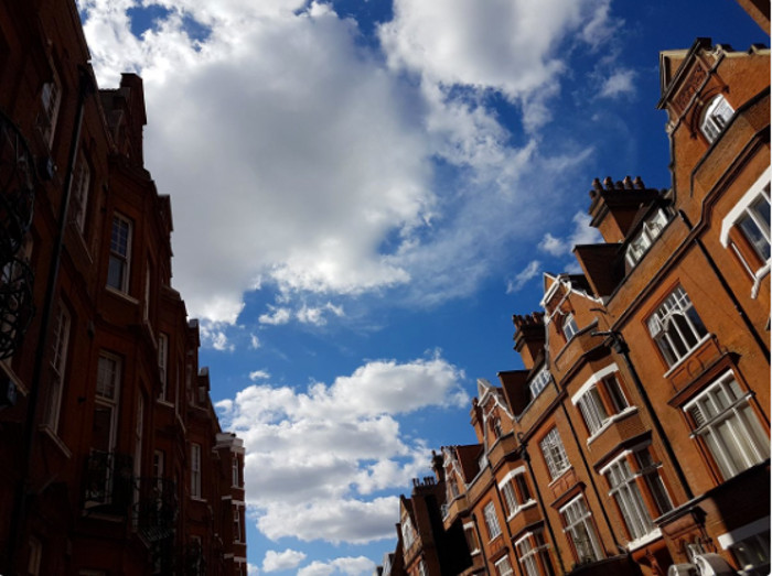 Red, White and Blue view of Whampstead by @damawa42